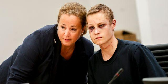Gärningsmannen och hans advokat. Vidar Ruud / NTB scanpix / TT / TT NYHETSBYRÅN