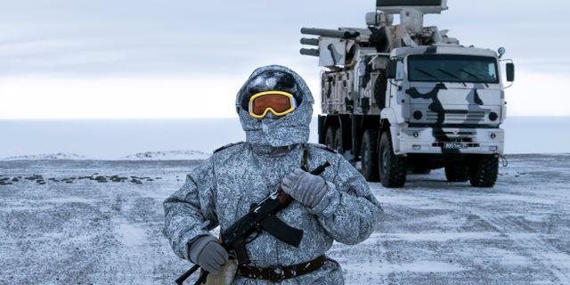 Rysk soldat på Kotelnyjön. Vladimir Isachenkov / TT NYHETSBYRÅN/ NTB Scanpix