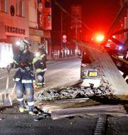 En byggställning i Fukushima som skadats i samband med lördagens skalv. Jun Hirata / TT NYHETSBYRÅN