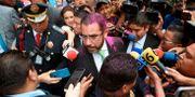 Jesus Orta överöst med glitter. ALFREDO ESTRELLA / AFP