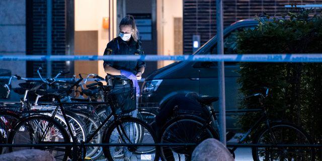 Kriminaltekniker arbetar innanför avspärrningar. Johan Nilsson/TT / TT NYHETSBYRÅN
