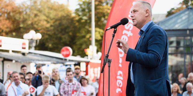 Jonas Sjöstedt talar under Vänsterpartiets valspurt. Erik Simander/TT / TT NYHETSBYRÅN