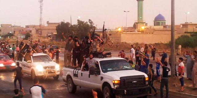 Anhängare till IS intar Mosul under 2014.  Uncredited / TT NYHETSBYRÅN/ NTB Scanpix