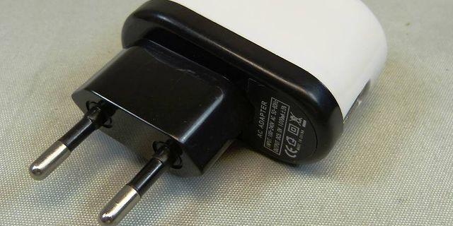 Elsäkerhetsverket varnar: USB laddare livsfarlig Omni