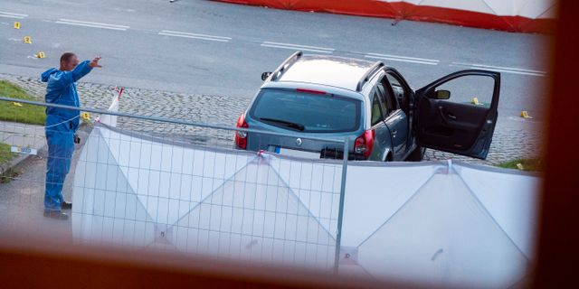 Bild från när polisen undersöker bilen. Johan Nilsson/TT / TT NYHETSBYRÅN