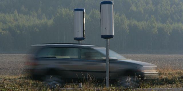 Bil passerar fartkameror. Arkivbild. Fredrik Sandberg / TT / TT NYHETSBYRÅN