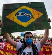 Det har pågått enorma protester mot Bolsonaros pandemihantering de senaste månaderna i Brasilien.  Eraldo Peres / TT NYHETSBYRÅN