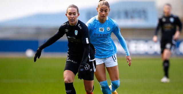Göteborg FC:s Julia Roddar och Citys Janine Beckie JASON CAIRNDUFF / BILDBYRÅN