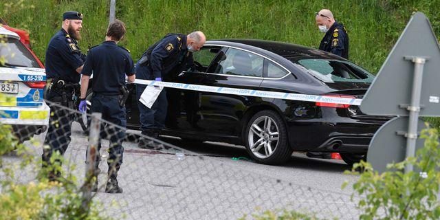 Man anhallen efter skott mot bilar