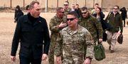 Patrick Shanahan landar i Kabul.  Robert Burns / TT NYHETSBYRÅN