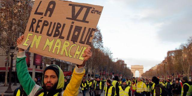 Gula västarna demonstrerar i Paris. Michel Euler / TT NYHETSBYRÅN/ NTB Scanpix