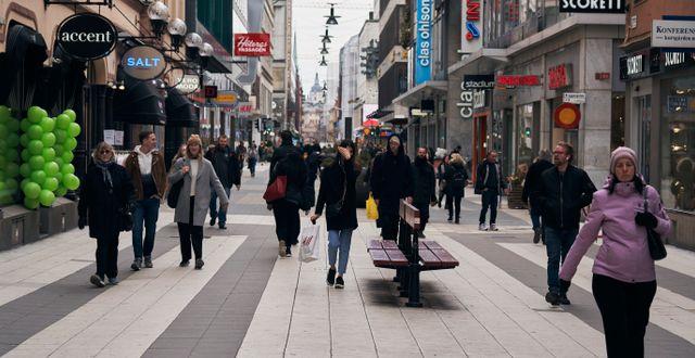 Människor i centrala Stockholm. David Keyton / TT NYHETSBYRÅN