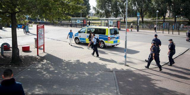 Polis på plats vid Hjalmar Brantingsplatsen Göteborg Adam Ihse/TT / TT NYHETSBYRÅN