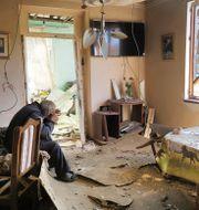Armenien Yury Melkonyan sitter i sitt hem som attackerats under striderna. TT NYHETSBYRÅN
