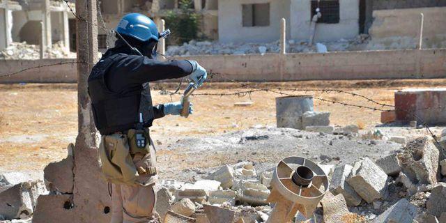Arkivbild. En FN-expert granskar ett område i Syrien där en kemvapenattack misstänks ha ägt rum 2013.   HOEP / TT NYHETSBYRÅN