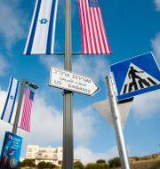 Illustrationsbild. Skylt visar vägen till USA:s nya ambassad i Jerusalem. Ariel Schalit / TT NYHETSBYRÅN