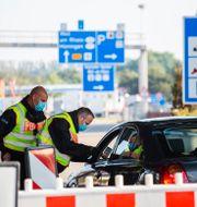 Tysk polis vid gränsen mot Schweiz. Philipp von Ditfurth / TT NYHETSBYRÅN