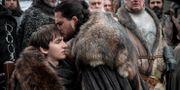 """Bran Stark och Jon Snow i """"Game of thrones"""". Helen Sloan / TT NYHETSBYRÅN/ NTB Scanpix"""