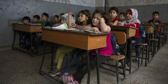 Skolorna oppnar da jublar barnen