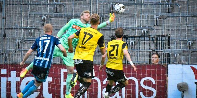 Peter Abrahamsson gör en räddning under lördagens fotbollsmatch i allsvenskan mellan Djurgårdens IF och BK Häcken Naina Helén Jåma/TT / TT NYHETSBYRÅN