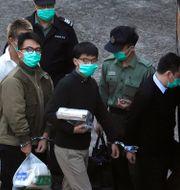 Joshua Wong och Ivan Lam inför domslutet. Kin Cheung / TT NYHETSBYRÅN