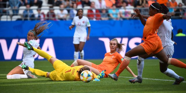 Lineth Beerensteyn gör 2–1. FRANCK FIFE / AFP