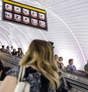 Arkivbild: Resenärer i den azeriska huvudstaden Bakus tunnelbana. TT