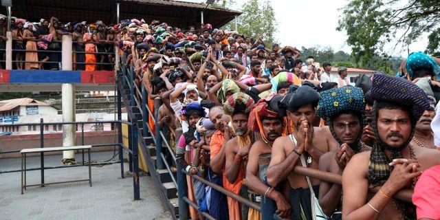 Hinduiska troende väntar på att komma in i Sabarimala-templet SIVARAM V / TT NYHETSBYRÅN