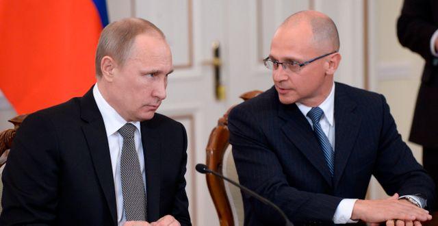 Rysslands president Vladimir Putin och Rosatoms chef Sergej Kirijenko. Alexei Nikolsky / TT / NTB Scanpix