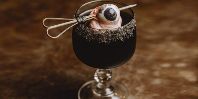 """Den nya drinken """"black margarita"""" serveras på MONAs nya restaurang Faro och beskrivs som världens läskigaste cocktail av bland annat Lonely Planet och Allt om resor. Faro/MONA"""