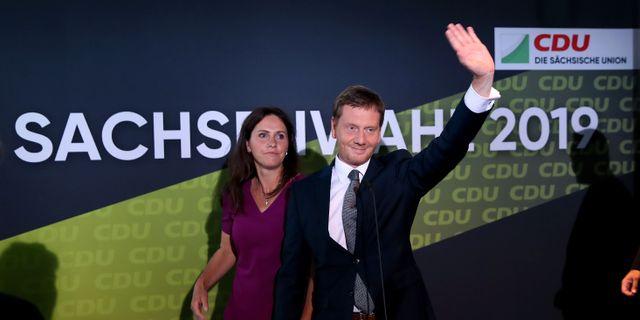 CDU-toppkandidaten Michael Kretschmer och Annett Hofmann. RONNY HARTMANN / AFP