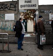 Italienare köar för gratis bröd strax före jul. Luca Bruno / TT NYHETSBYRÅN