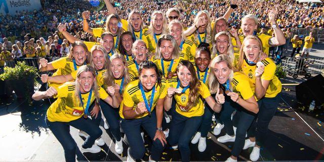 Svenska damlandslaget i fotboll hyllas för sin bronsvinst under VM i Frankrike i Göteborg. MICHAEL ERICHSEN / BILDBYRÅN