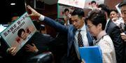 Hongkongs ledare Carrie Lam överröstades av politiska motståndare i parlamentet när hon skulle hålla sitt årliga tal på onsdagen.  TYRONE SIU / TT NYHETSBYRÅN