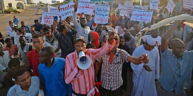Demonstration i Khartoum.  MOHAMED EL-SHAHED / AFP