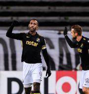 Henok Goitom och Filip Rogic jublar efter 2-0 under fotbollsmatchen i Allsvenskan mellan AIK och IFK Göteborg. JESPER ZERMAN / BILDBYRÅN