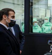 Macron besöker nanovetenskapscenter i Paris, januari 2021. Yoan Valat / TT NYHETSBYRÅN