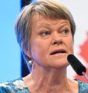 Ulla Andersson och V-ledaren Nooshi Dadgostar.  TT.
