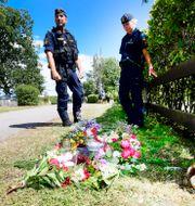 Poliser på plats vid plats vid platsen där olyckan inträffade. Mikael Fritzon/TT / TT NYHETSBYRÅN