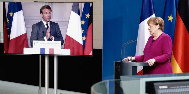 Emmanuel Macron och Angela Merkel på pressträffen igår. KAY NIETFELD / TT NYHETSBYRÅN