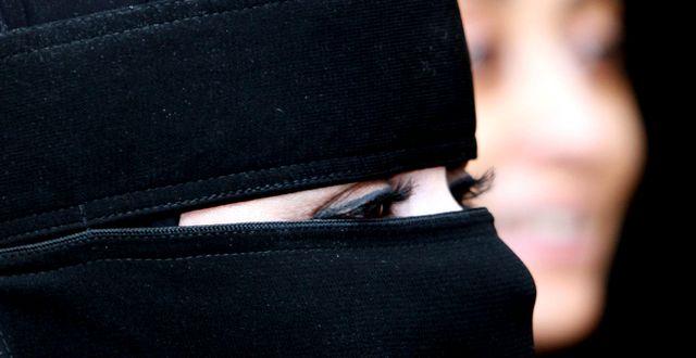 Oidentifierad saudisk kvinna på USA:s konsulat i Jeddah, 2007. HASAN JAMALI / TT / NTB Scanpix