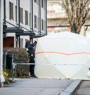 Polis på plats efter att en kvinna avlidit efter en misshandel i centrala Alvesta i Småland. Carl Carlert/TT / TT NYHETSBYRÅN