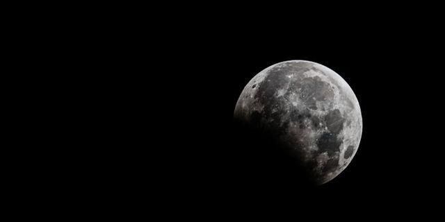 Månförmörkelser för inte till vanligheterna i Sverige. Shutterstock