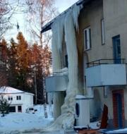Istappen i Blötberget, Dalarna, sträcker sig från taket ner till marken. Roland Rytterbrant & Anders Johansson