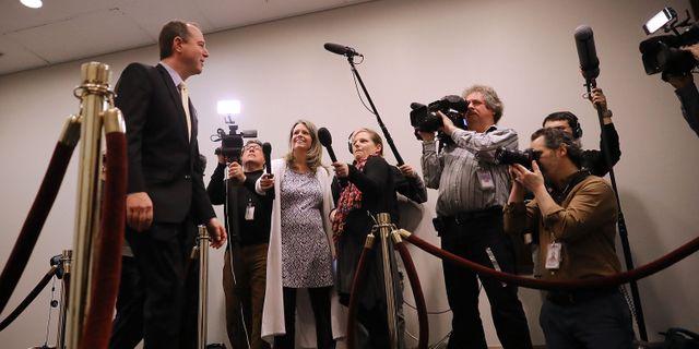Adam Schiff möter pressuppbådet inför ett möte i Kapitolium i förra veckan.  CHIP SOMODEVILLA / GETTY IMAGES NORTH AMERICA