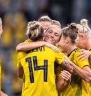 Magdalena Eriksson kramas om.  CARL SANDIN / BILDBYRÅN