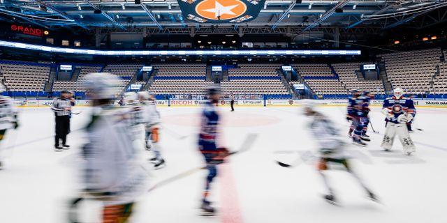 Tomma läktare under ishockeymatchen i SHL mellan Växjö och Färjestad JONAS LJUNGDAHL / BILDBYRÅN