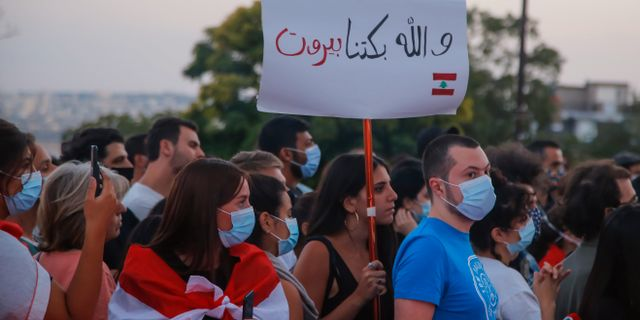 Manifestation för offren i Beirut i Paris, Frankrike.  Michel Euler / TT NYHETSBYRÅN