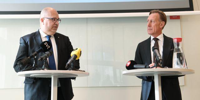 Thorwaldsson och Jacke på fredagens presskonferens. Fredrik Sandberg/TT / TT NYHETSBYRÅN