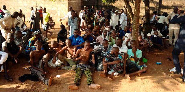 Några av personerna som fritogs i staden Ibadan. NIGERIA POLICE / TT NYHETSBYRÅN